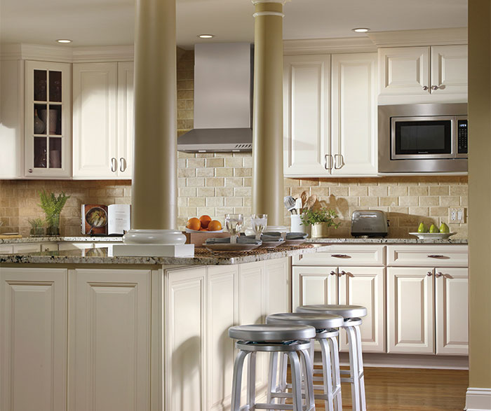 ivory_cabinets_in_traditional_kitchen