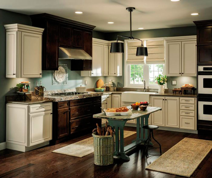 rustic_kitchen_with_contrasting_finishes